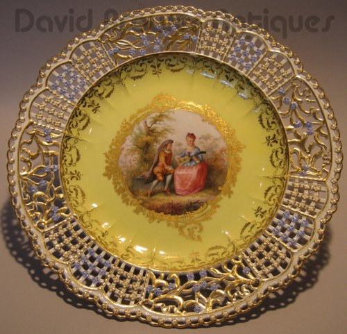 Meissen reticulated plate with Watteau scene