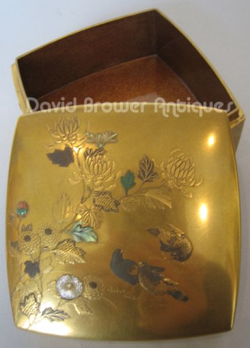 A superb Japanese gold lacquer box of flowers and doves